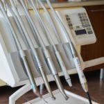 Zdrowe zęby – czyli jak poprawnie dbać o swoje zęby
